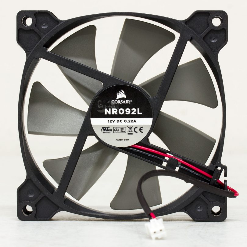 Corsair-SF600-fan-back