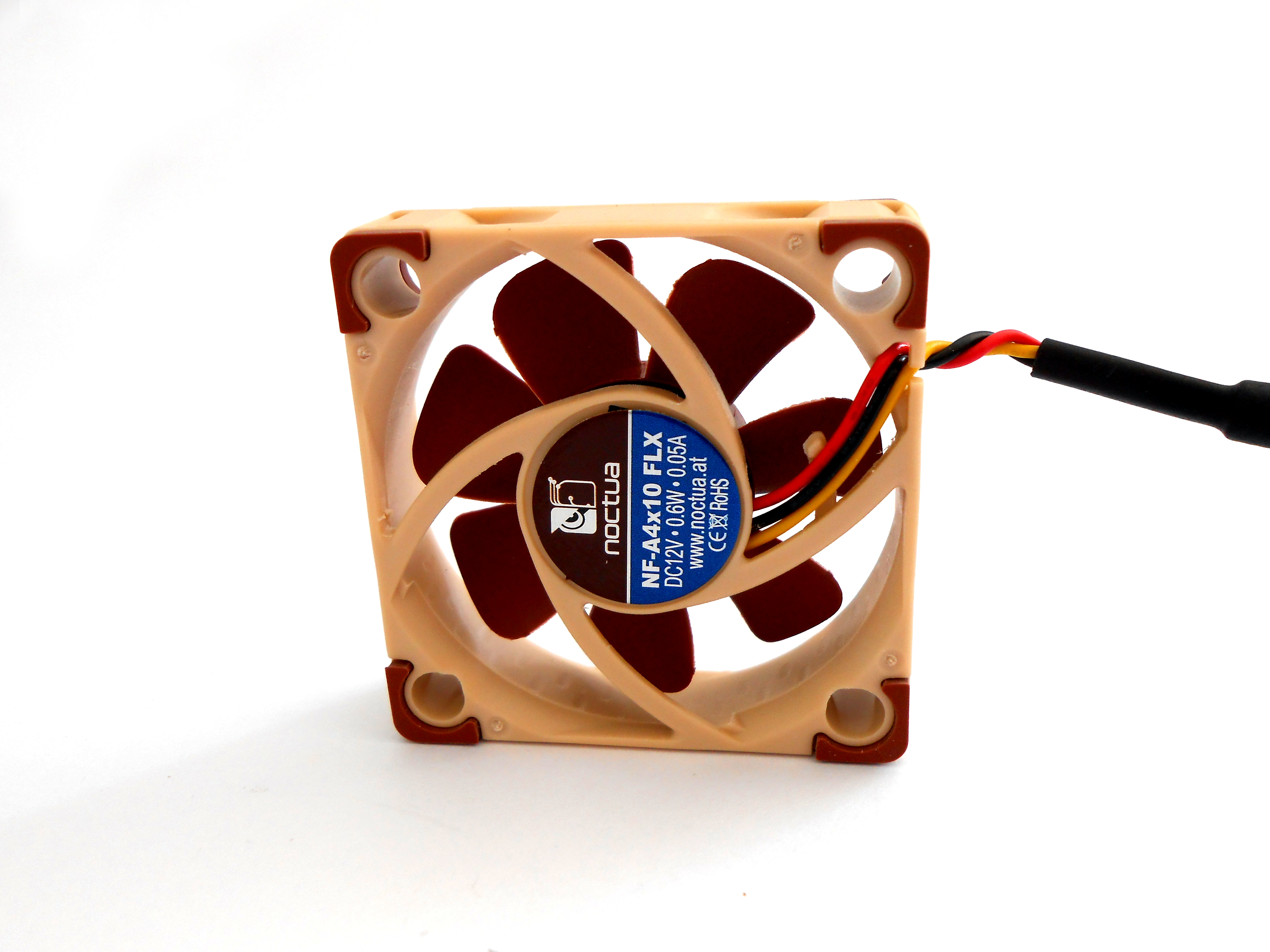 Noctua Fan Roundup Small Form Factor Network Foxconn 12v Wire Diagram Visible Coloured Wires But This Time There Are Only Three As Is Not A Pwm Controlled Product An Understandable Fact Considering The Size