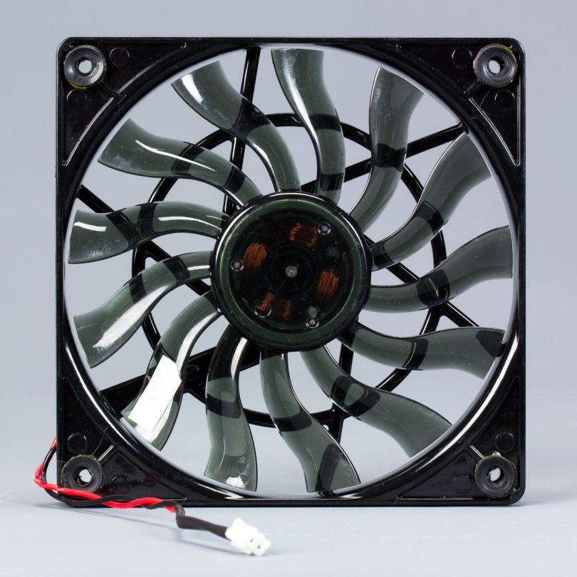 Lian-Li-PE-750-fan-front