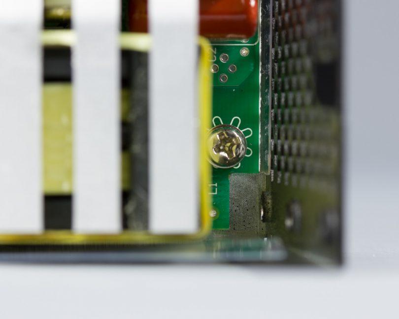 SilverStone SX800-LTI PCB corner inset